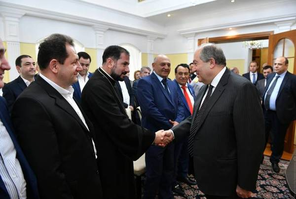 President Sarkissian meets Armenian community representatives in
