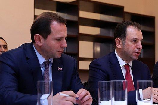В Армении на посту председателя Совета попечителей Фонда страхования военнослужащих Вигена Саркисяна сменил Давид Тоноян